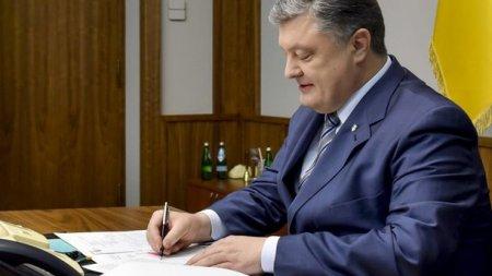 Порошенко ввел в действие санкции против российских сайтов