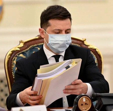 """Зеленский ввел """"черную пятницу"""" против ряда физических и юридических лиц"""